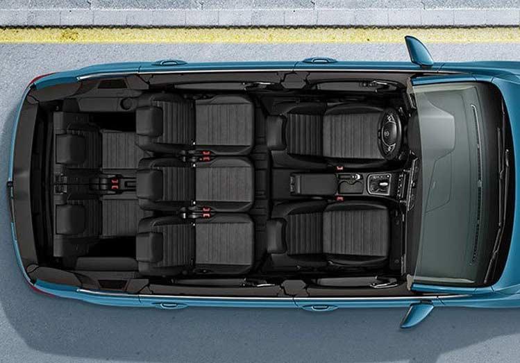 Interior del Volkswagen Touran con 7 asientos